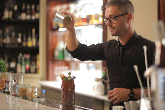 Tips for the Bartender - Turn your Moments into Memories at a Pub